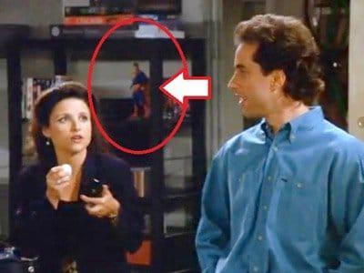 Seinfeld dizisinin her bölümünde bir yerlerde Supermen görünüyor.