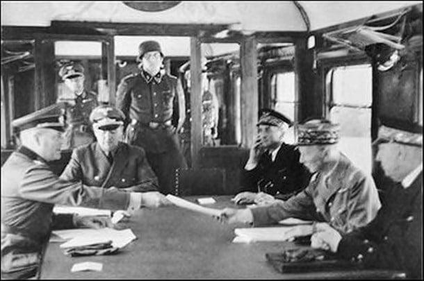 11-Hitler'in, Almanların 1.Dünya Savaşı sonunda teslim olmasından dolayı duyduğu rahatsızlık