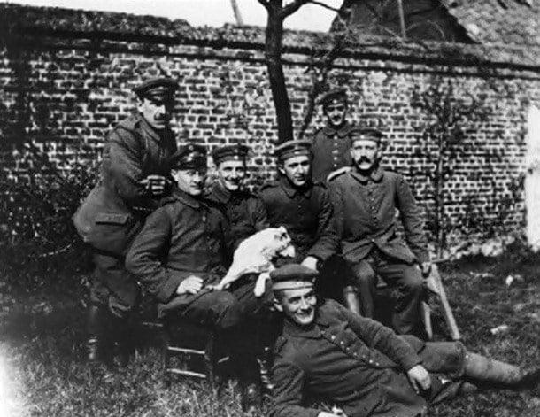 24-Yaralı bir piyade olarak Hitler