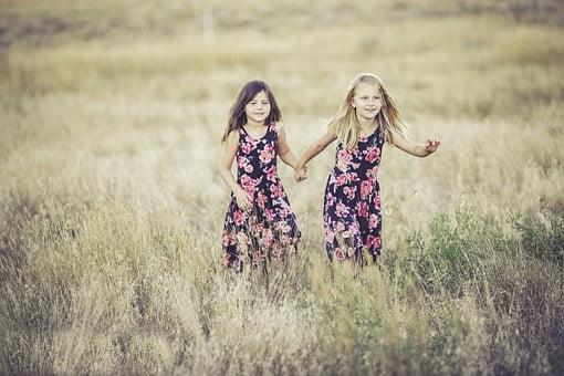 Adet gören kadına yönelik - Ülkemizde genç kızların ilk adet dönemi yaşı 11-14 olarak kabul edilir.